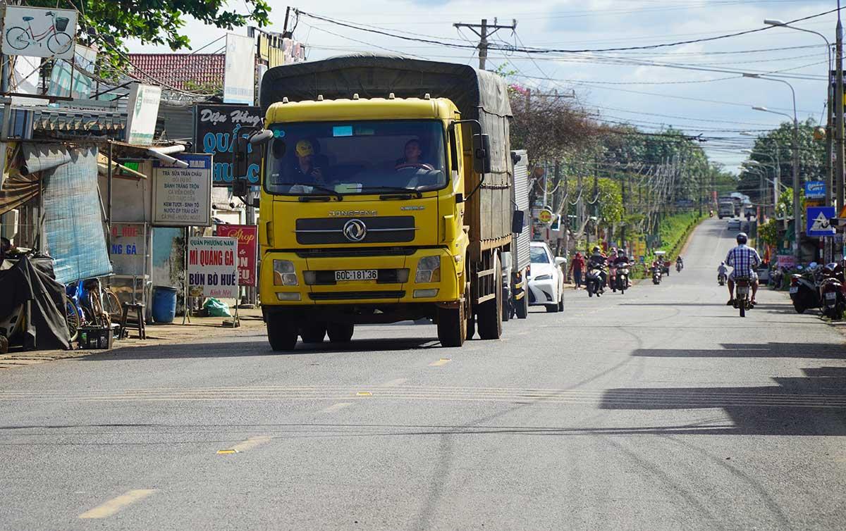 Hình ảnh thực tế Tỉnh lộ 769 đi qua thị trấn Dầu Giây