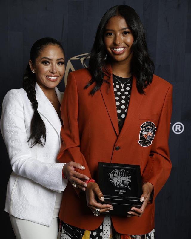 Nghẹn ngào trước tâm thư Hall of Fame của vợ Kobe Bryant: Nếu có kiếp khác em vẫn sẽ yêu anh - Ảnh 2.