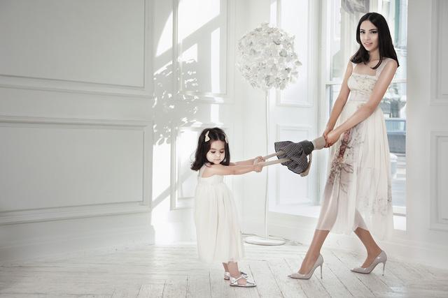 Cuộc sống sang chảnh của cháu dâu tỷ phú giàu nhất nước Nga: Mệnh danh công chúa không ngai, 2 lần kết hôn sinh con được ví như thiên thần nhưng thị phi bủa vây tứ phía - Ảnh 13.