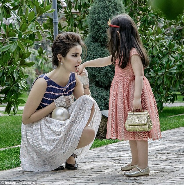 Cuộc sống sang chảnh của cháu dâu tỷ phú giàu nhất nước Nga: Mệnh danh công chúa không ngai, 2 lần kết hôn sinh con được ví như thiên thần nhưng thị phi bủa vây tứ phía - Ảnh 16.