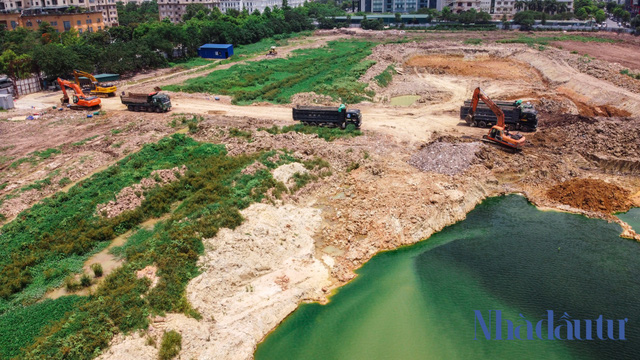 Hà Nội: Đất dự án công viên hồ điều hoà 1.600 tỷ đồng hóa sân bóng, bãi đỗ xe - Ảnh 1.