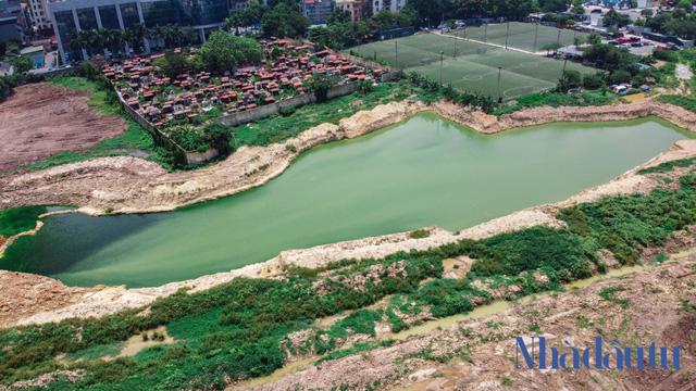 Hà Nội: Đất dự án công viên hồ điều hoà 1.600 tỷ đồng hóa sân bóng, bãi đỗ xe - Ảnh 2.