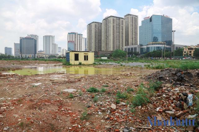 Hà Nội: Đất dự án công viên hồ điều hoà 1.600 tỷ đồng hóa sân bóng, bãi đỗ xe - Ảnh 3.